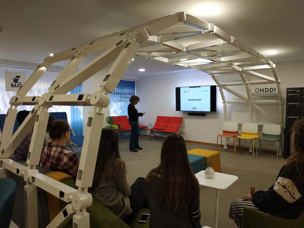 """María Sánchez, Universidad Austral. Workshop """"Introducción al diseño"""" de la UNAV"""